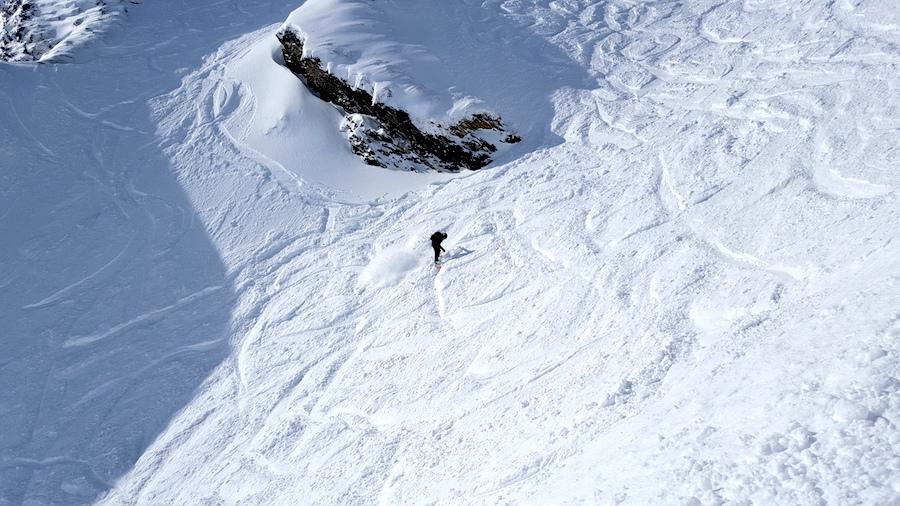 Helen-snowboarding-offpiste-backcountry-luke-rees