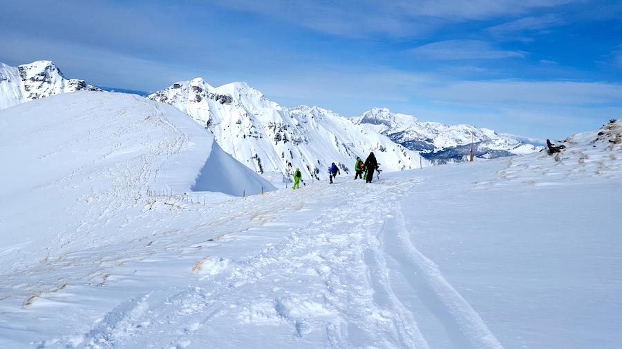 ridge-hike-to-backcountry-offpiste-snowboarding-luke-rees