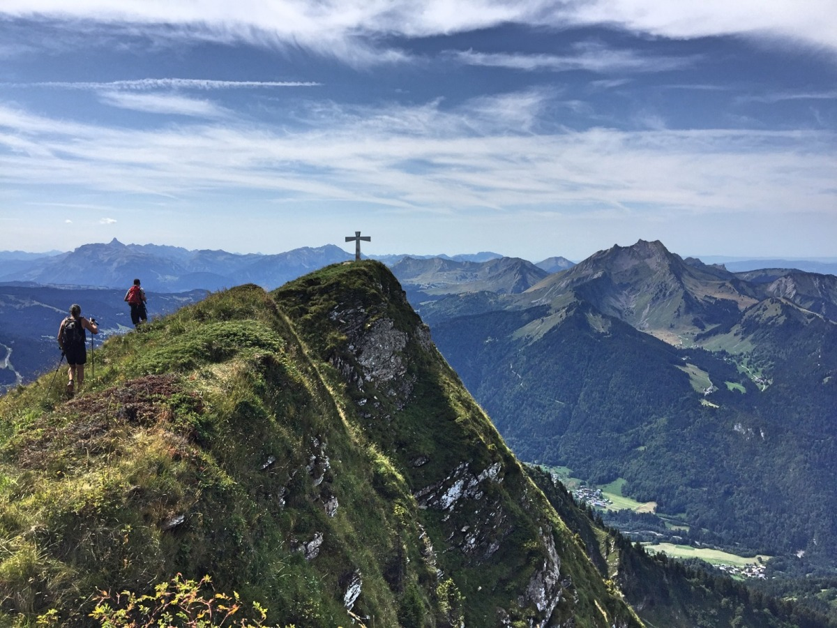 walking-in-portes-du-soleil-nantaux-summit