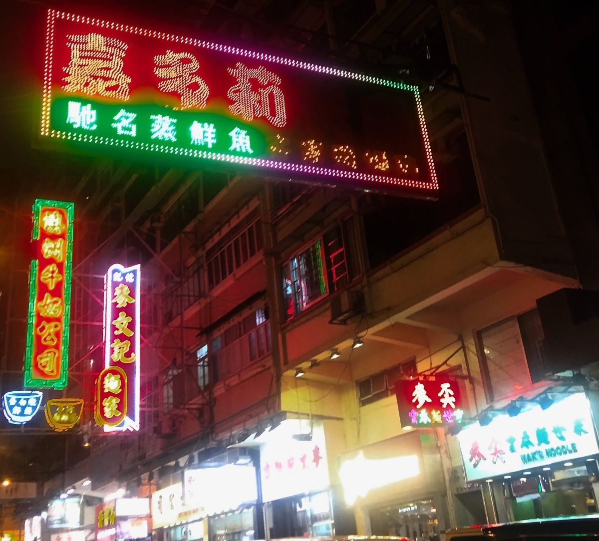 Hong-kong-highlights-neon-lights